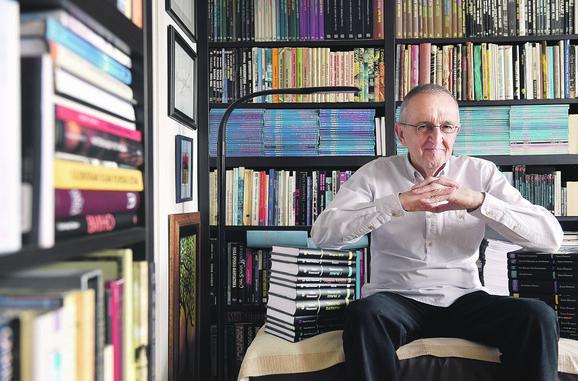Zoran Živković među knjigama