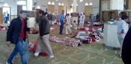 Krwawy zamach na meczet. Setki zabitych i rannych