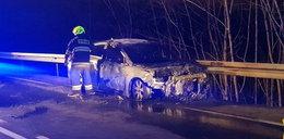 Samochód doszczętnie spłonął na zakopiance. Kobieta ciężko poparzona