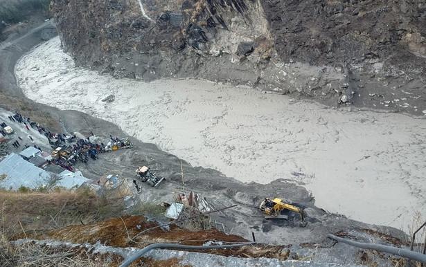 Położony w Himalajach stan Uttarakhand jest podatny na gwałtowne powodzie i osunięcia ziemi.