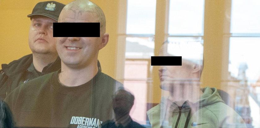 Skatowali 39-latkę kijem, dźgali nożem, obcięli palce. Sąd nie miał dla nich litości