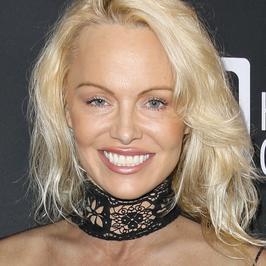 Pamela Anderson nie do poznania na ściance. Co zrobiła sobie z twarzą?!
