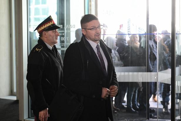 Sędzia Paweł Juszczyszyn wychodzi z Kancelarii Sejmu