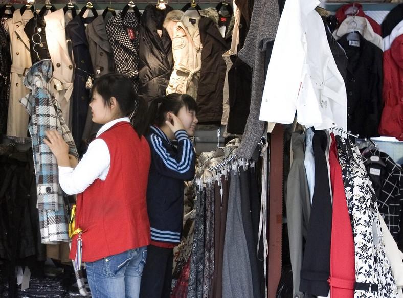 We wtorek znikają limity na import chińskiej odzieży i tekstyliów