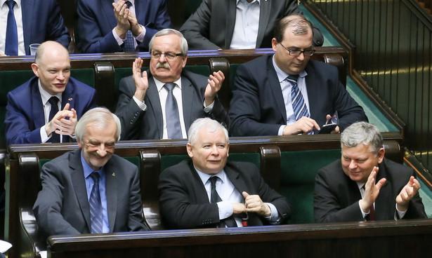 Oprócz kilku twarzy dobrze znanych i kojarzonych przez każdego przeciętnego konsumenta polityki zdecydowana większość to osoby nieznane. Fot: PAP/Paweł Supernak