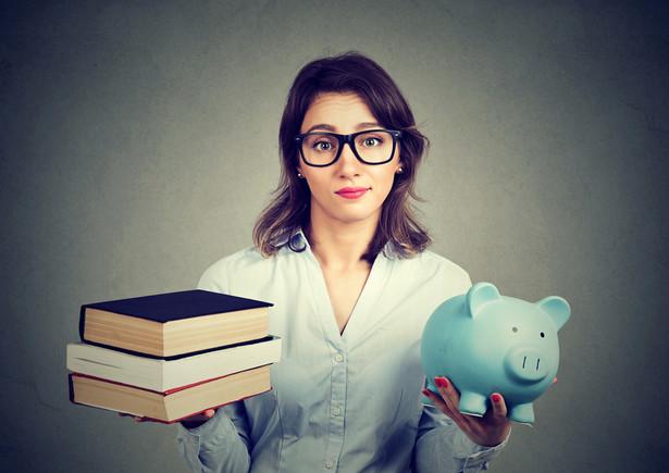 nauczyciel pensja pieniądze wynagrodzenie