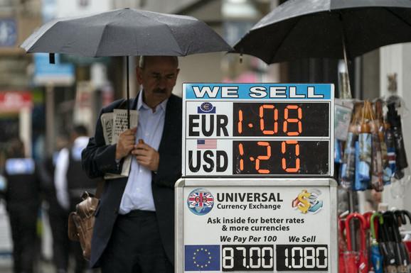 Funta je već pala u odnosu na dolar