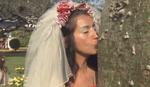 DOK NAS SEKIRA NE RASTAVI Neveste stigle na bizarno kolektivno venčanje, a mladoženje su - DRVEĆE (VIDEO)