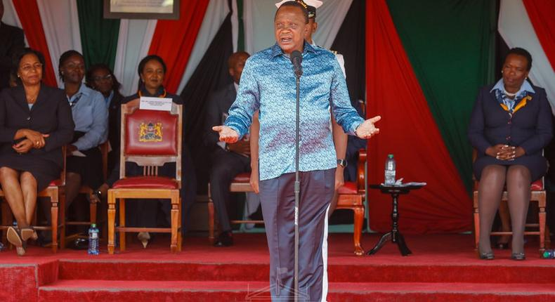 President Uhuru Kenyatta addressing Girl Guides and Scouts who had visited State House. He revealed that female CSs are among the best perfomers (PSCU)