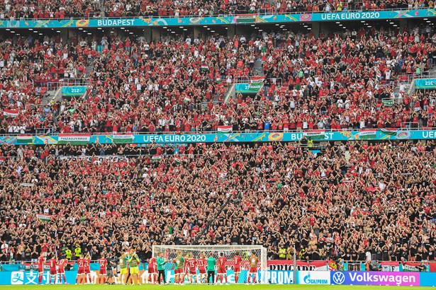 Kibice na stadionie w Budapeszcie podczas meczu Węgry-Portugalia
