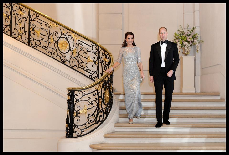 8a1a8d31fa Księżna Kate na balu w Paryżu w sukni za 15 tysięcy złotych