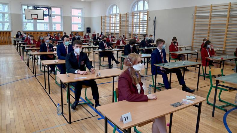 Uczniowie podczas egzaminu maturalnego