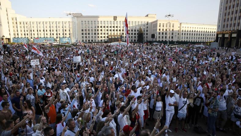Manifestacja przed siedzibą parlamentu białoruskiego