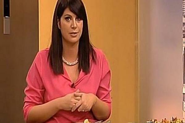 KAMERE SU UKLJUČENE: Voditeljka Prve televizije počela da priča o SEKSU pa se pošteno izblamirala, a kolege OSTALE U ŠOKU!