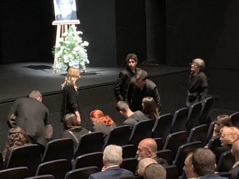 Komemoracija Miši Janketiću: Supruga se u suzama pozadravlja sa njegovim kolegama!