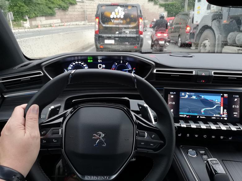 Peugeot 508 - aktywny tempomat działa także w korku