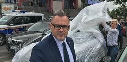 Samochód prezydenta Sieradza zapakowany w folię
