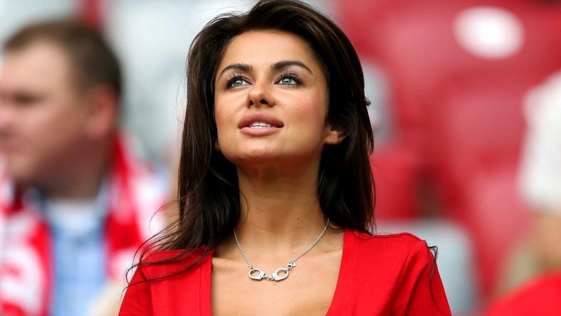 Piękna Polka na trybunach Stadionu Narodowego podczas meczu Polska - Rosja