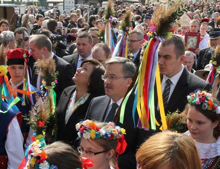 Para prezydencka na obchodach Niedzieli Palmowej