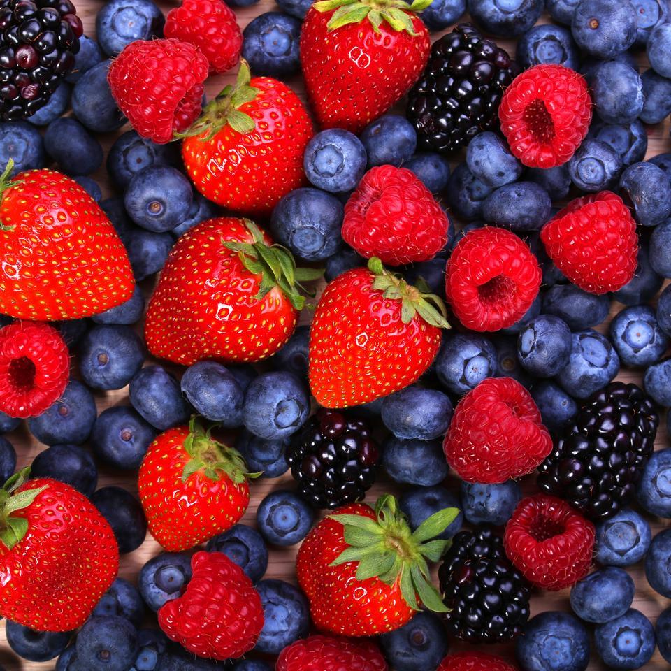 7 produktów anti-aging - Owoce leśne