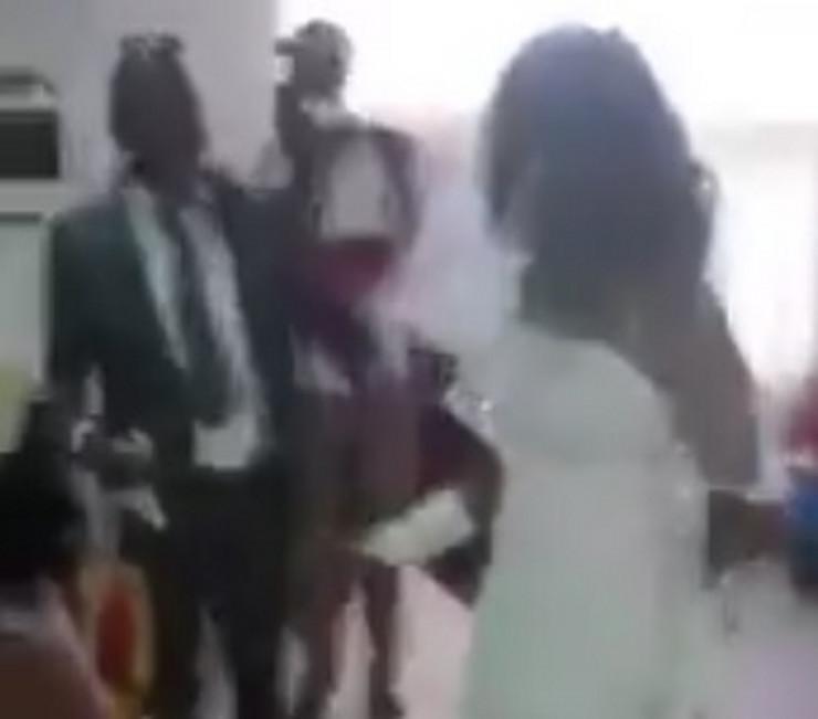Crkva svadba venčanje ljubavnica prtscn