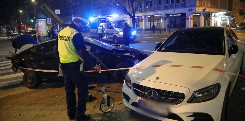 Wypadek z udziałem radiowozu w Warszawie. Ranny policjant
