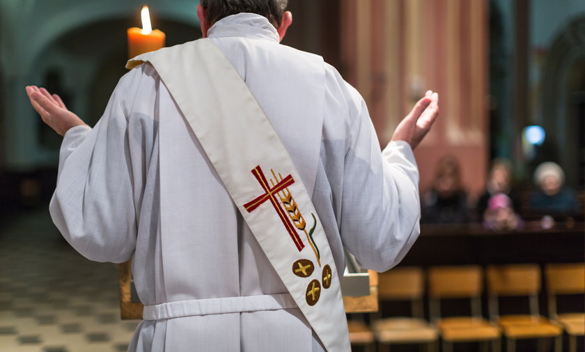 Parafianie z Ryczywołu są oburzeni zachowaniem proboszcza.