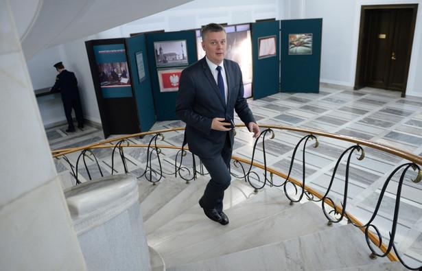 Były wicepremier uważa, że Berlin nie może oficjalnie zablokować decyzji o powstaniu baz NATO w Polsce.