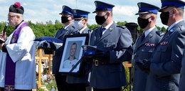 Ostatnie pożegnanie Konrada Brendy. Policjanci oddali hołd zmarłemu koledze
