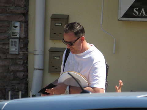 PAPARACO: Sergej Ćetković primećen na primorju sa porodicom, a evo u kom izdanju su uhvaćeni!