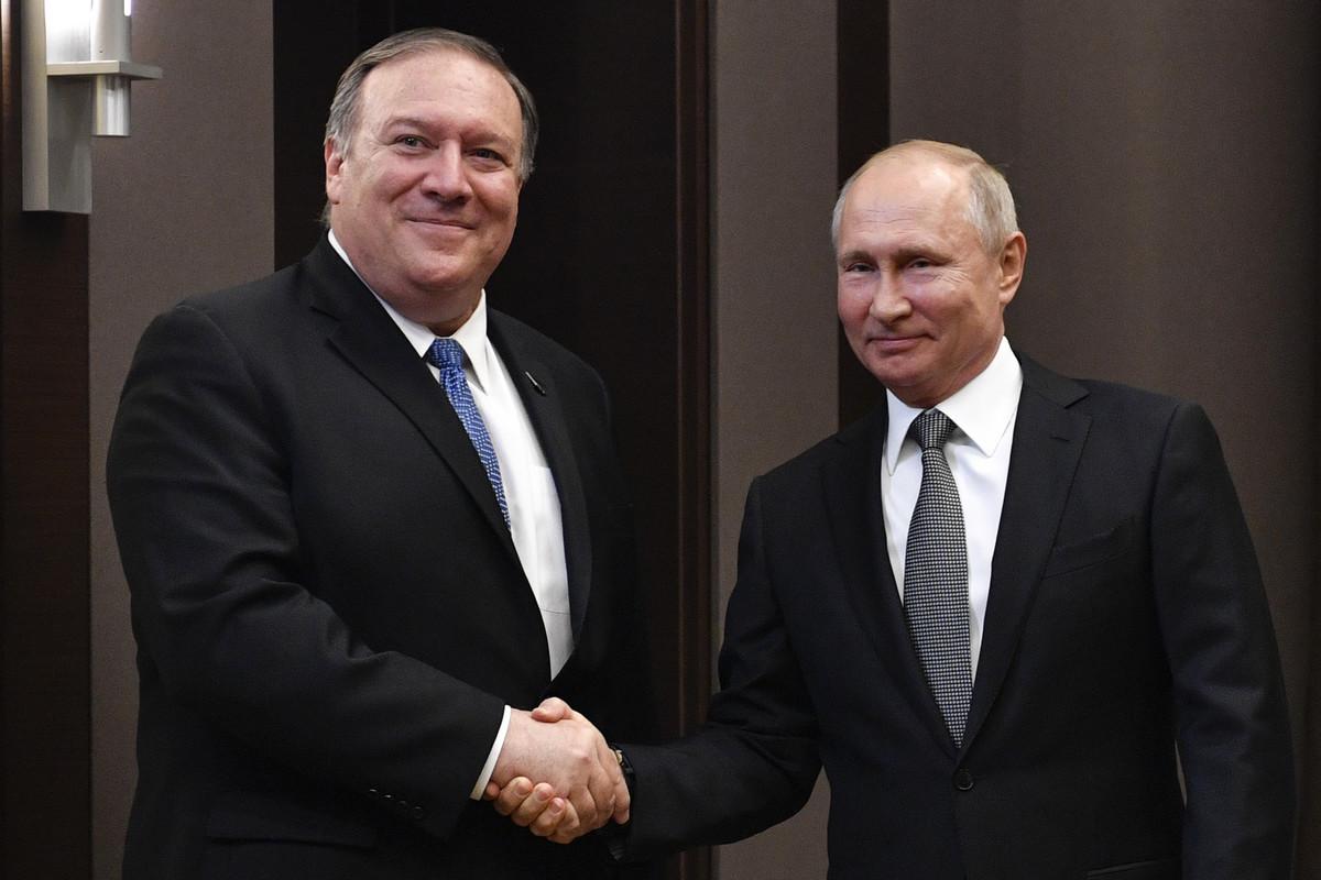 Zašto se Putin SMEJAO na sastanku sa Pompeom?