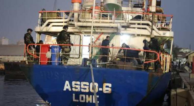 Dimanche 27 juin 2021 - Un navire sous pavillon inconnu a été intercepté à 240 km des côtes sénégalaises avec à son bord 8 tonnes de haschisch