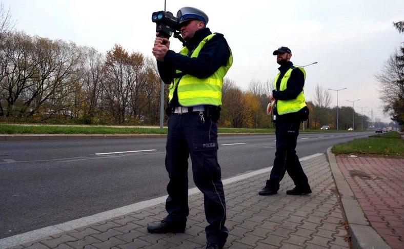 LaserCam 4 pozwala policjantowi śledzić i cały czas nagrywać namierzony samochód. Urządzenie wyposażono też w kolorowy dotykowy ekran o przekątnej ok. 8 cm, który można obsługiwać w rękawiczkach