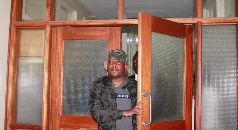 Nairobi Governor Mike Sonko during a past impromtu visit to the county secretary's office at City Hall (Twitter)