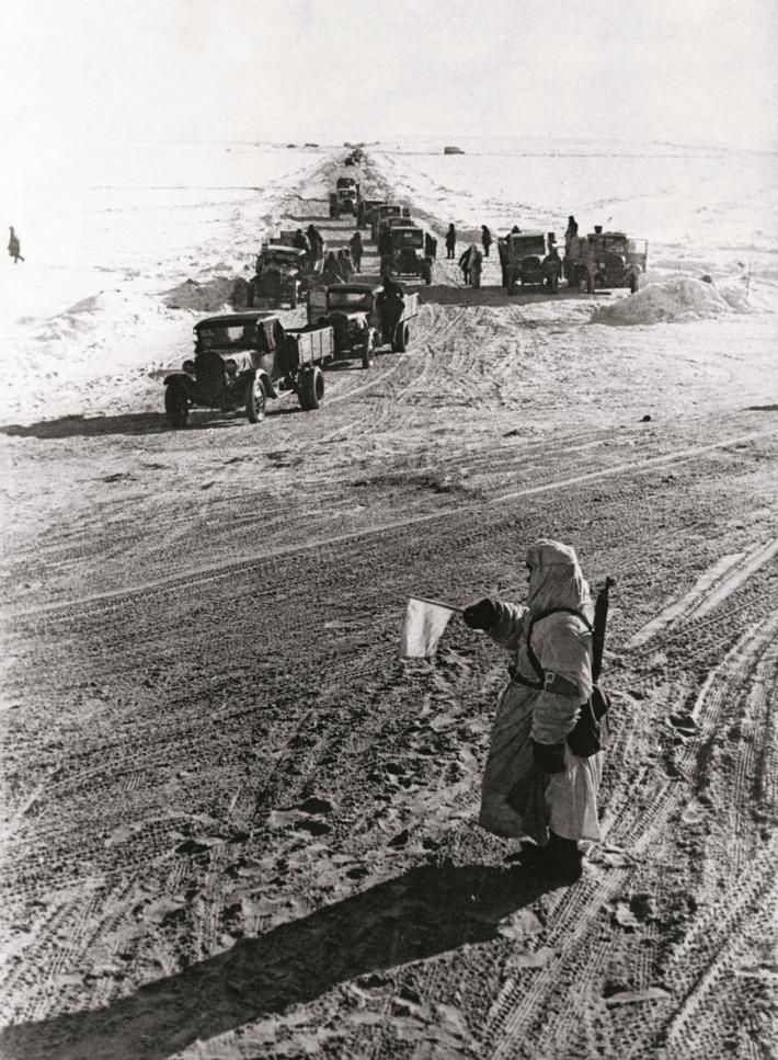 World war 2,46688 - the ice road over lake ladoga, leningrad, 1942.