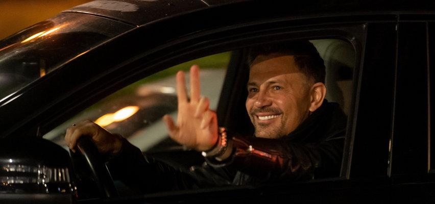 Krzysztof Ibisz jeździ autem z nietypową rejestracją. Litery układają się jedno słowo