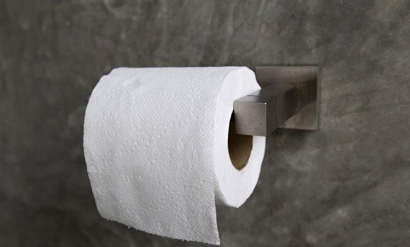 Papier toaletowy w toalecie