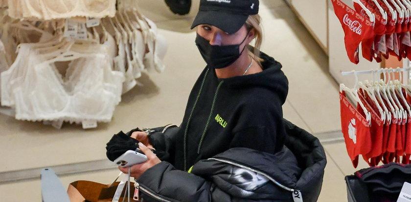 Sandra Kubicka przyłapana na zakupach. Zaszalała w galerii handlowej. ZDJĘCIA