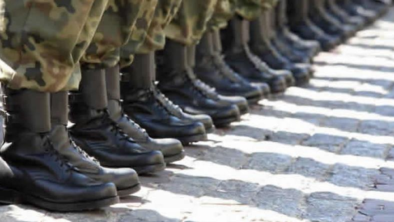 ___9174056___2018___12___6___16___Soldiers-boots