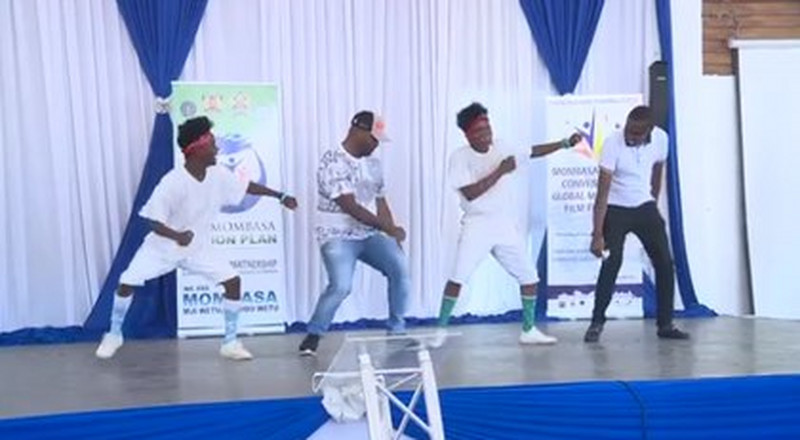 Joho shows off his latest shaku shaku dance skills