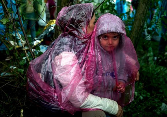 Migranti se pokrivaju čime stignu