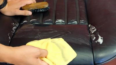 Jak profesjonalnie wyczyścić i zakonserwować skórzaną i tekstylną tapicerkę ?