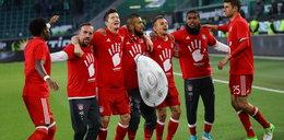 Lewy zatańczył z Wilkami. Bayern sięgnął po mistrzostwo!