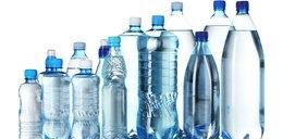 Szokujące odkrycie w wodzie butelkowanej. Dotyczy 90% przypadków!