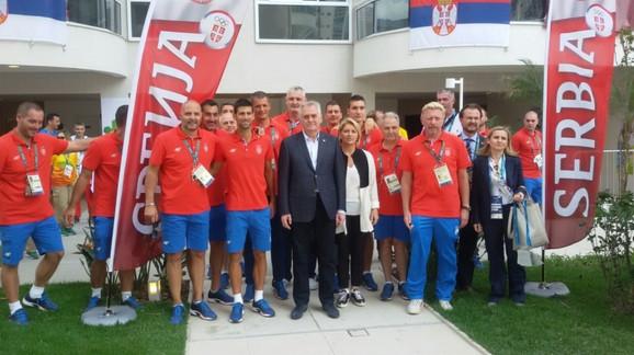 Tomislav Nikolić sa našim sportistima