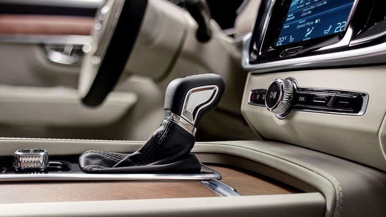 Równolegle do trwających właśnie targów motoryzacyjnych w Detroit, Volvo ogłosiło gamę silników i polskie ceny modelu S90. Na początek kierowcy nad Wisła dostaną do wyboru cztery jednostki napędowe, wszystkie oferowane będą wyłącznie z ośmiostopniowymi, automatycznymi skrzyniami biegów…