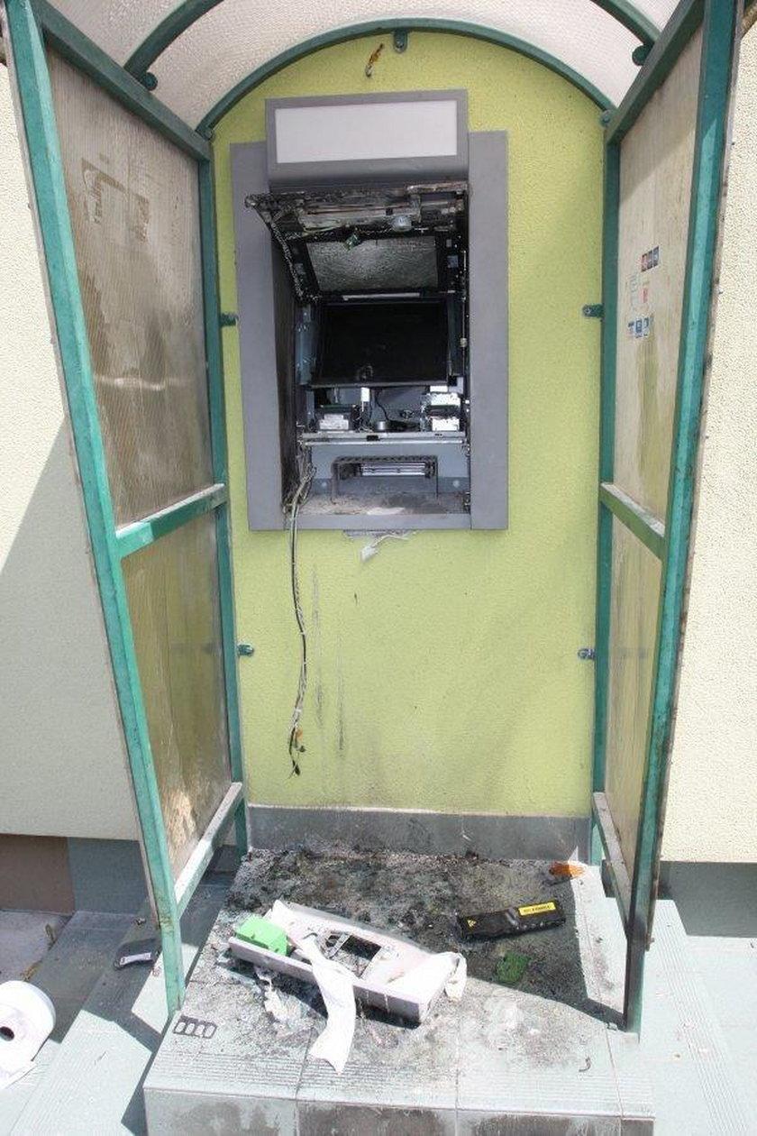 """Usiłowali """"wysadzić"""" bankomat w Grabowie"""