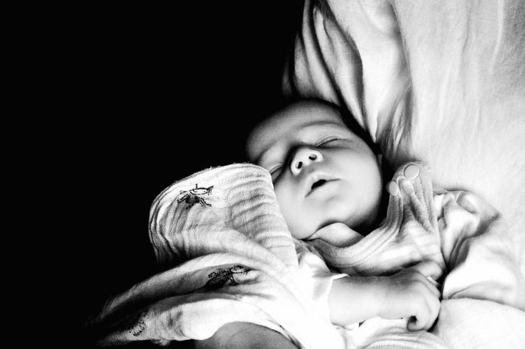 Beba je bila sita i ušuškana na putu ka Štrandu