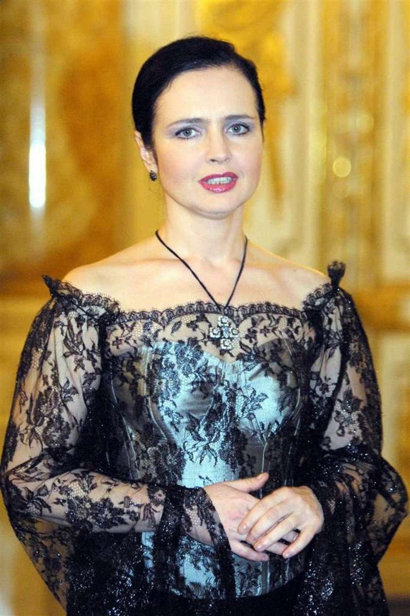 W Telewizji Polskiej nowy prezes, więc i nowe porządki. Ale czy na pewno całkiem nowe? Wszystko wskazuje na to, że już niebawem na antenie TVP 2 znów zobaczymy Katarzynę Dowbor (50 l.) i Jolantę Fajkowską (46 l.)