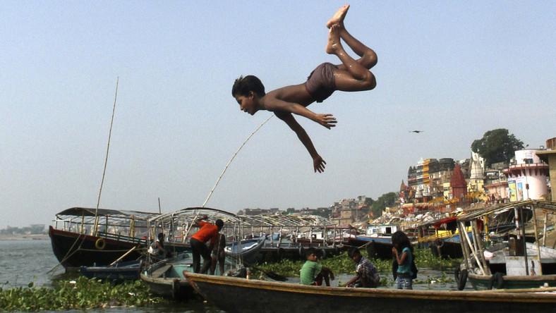 Skok na główkę do Gangesu